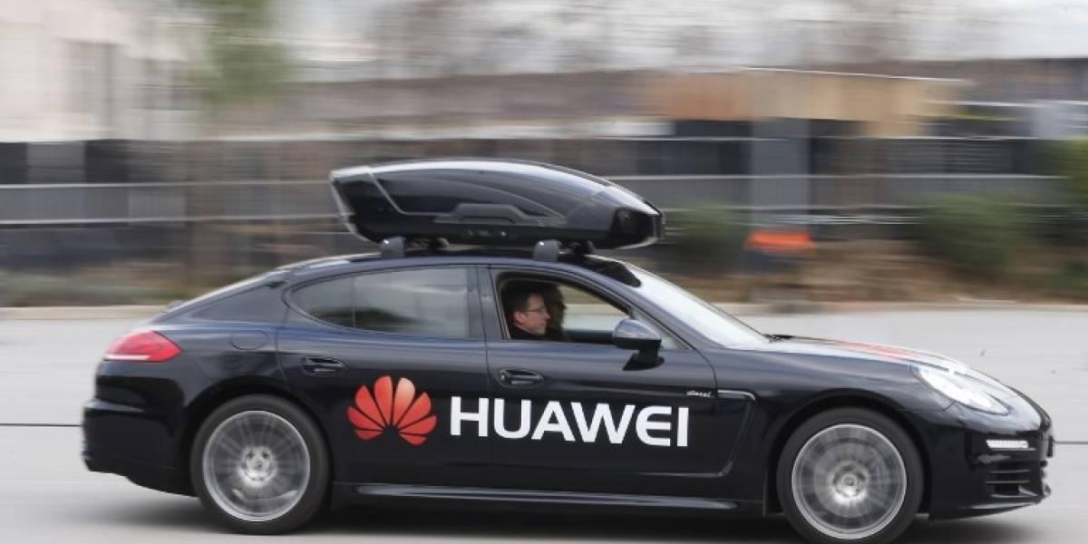 Huawei presenta un vehículo conducido por un teléfono inteligente