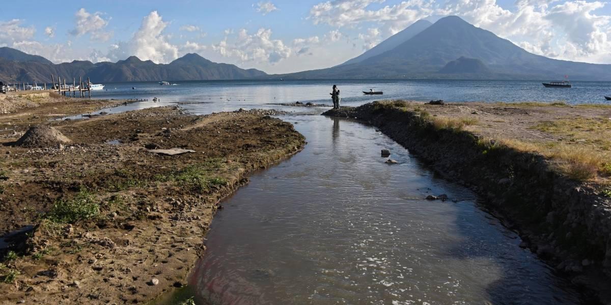 Contaminación amenaza al lago de Atitlán
