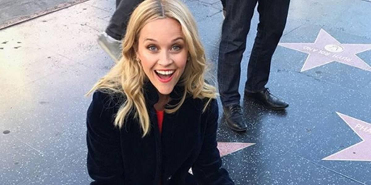 Reese Whiterspoon dá uma 'geral' em sua estrela na Calçada da Fama; confira vídeo