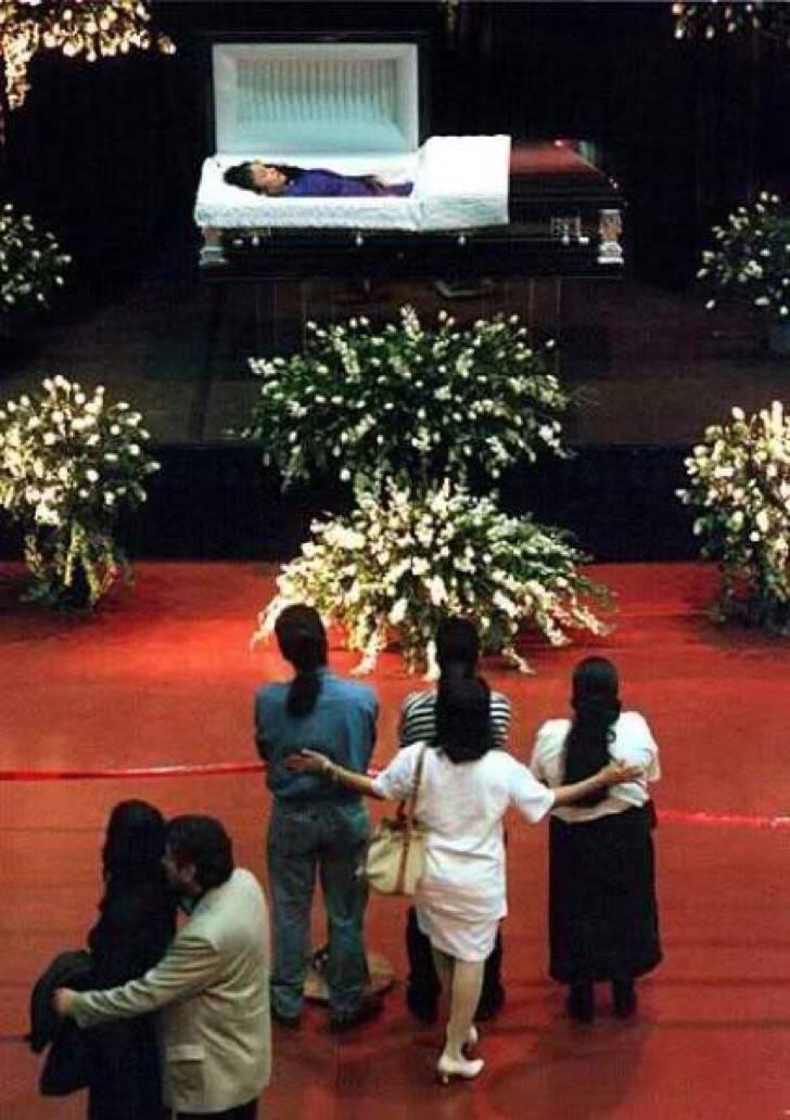 Sale A La Luz Foto Nunca Antes Vista Del Funeral De Selena