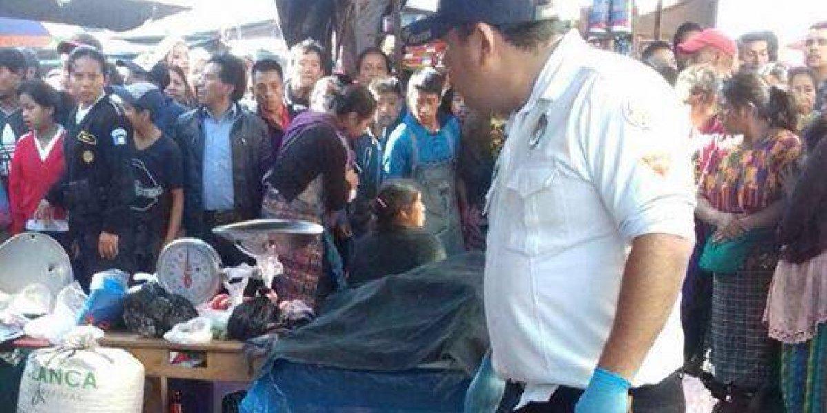 Asesinan a vendedora de frutas en mercado de Chimaltenango