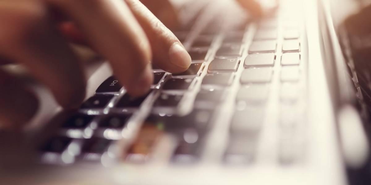 Homem ganha indenização após ex-namorada mandar e-mail falso em seu nome