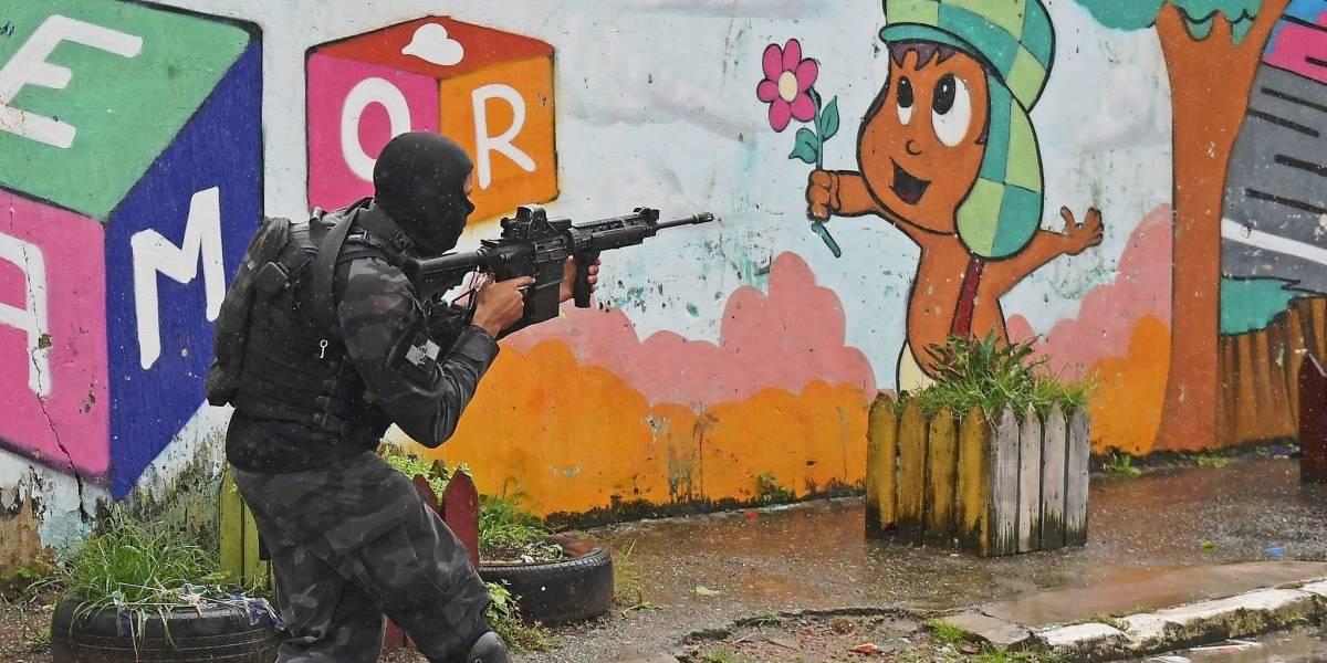 """""""Intervenção não pode se resumir a envio de capitão do mato à senzala do século 21"""", diz ex-chefe da Polícia Civil"""