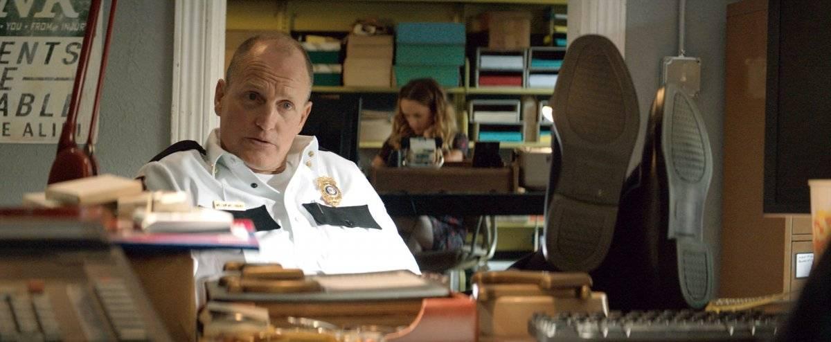 """Woody Harrelson. Ator dos mais diversificados de Hollywood, o americano encarna um papel de grande importância em """"Três Anúncios Para um Crime"""". Além de fundamental para o desenvolvimento da história, ele também faz com que o espectador se afeiçoe a um personagem que tem tudo para ser odiado, mas que na verdade é mais humano do que se pode imaginar. É a segunda indicação de Harrelson na categoria em que antes foi nomeado por """"O Mensageiro"""" (2010) / Divulgação"""