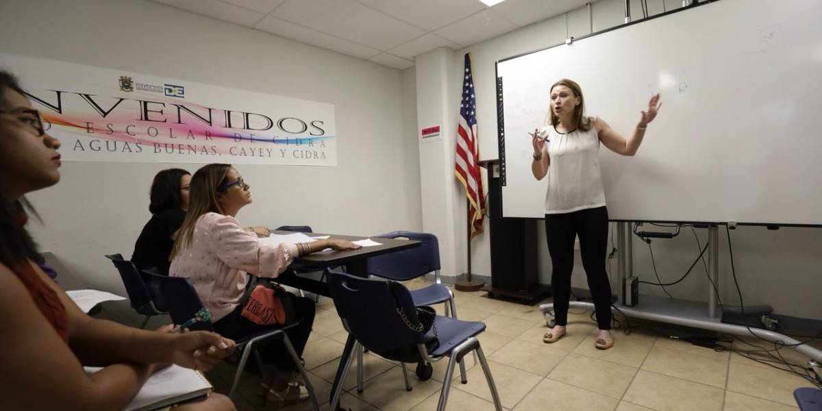 Diálogo entre padres y Keleher sobre reforma educativa