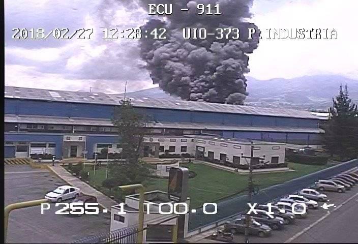 ECU 911 Fábrica se incendia enel sector industrial de Guamaní, sur de Quito