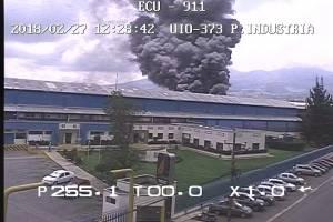 Fábrica se incendió en Guamaní, sur de QuitoFábrica se incendia enel sector industrial de Guamaní, sur de Quito