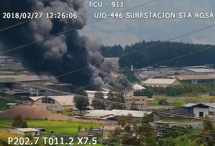 ECU 911 Fábrica se incendió en Guamaní, sur de QuitoFábrica se incendia enel sector industrial de Guamaní, sur de Quito