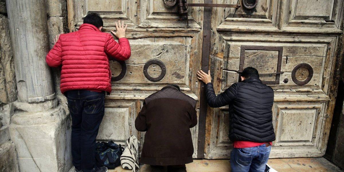 Alcalde de Jerusalén intenta resolver crisis del Santo Sepulcro