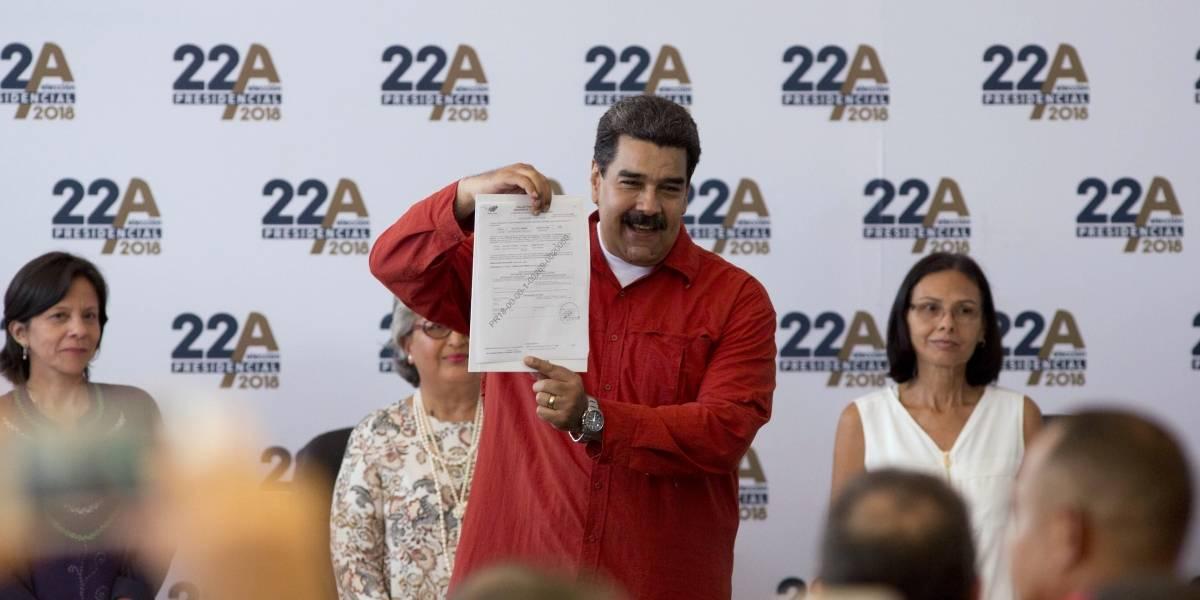 Maduro formaliza su candidatura en las presidenciales ante el CNE