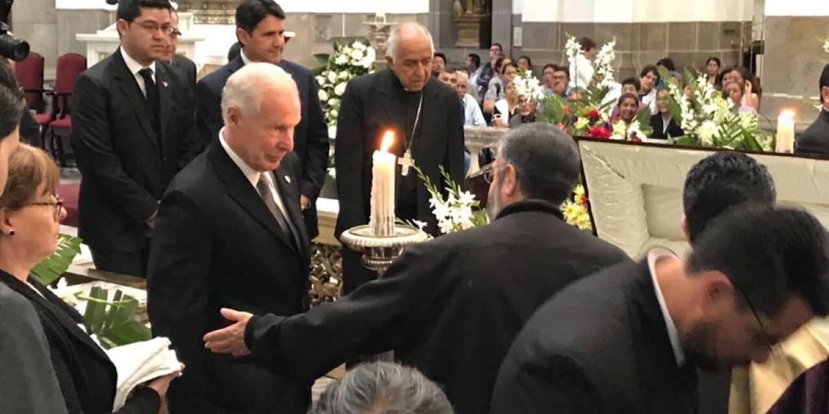 Funcionarios y personalidades acudieron a dar último adiós a Óscar Vian Morales