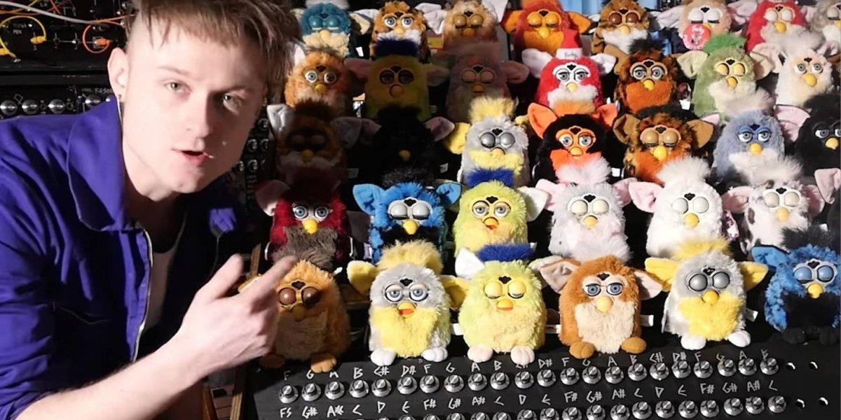 Conoce al Youtuber que creó un órgano musical de Furbys