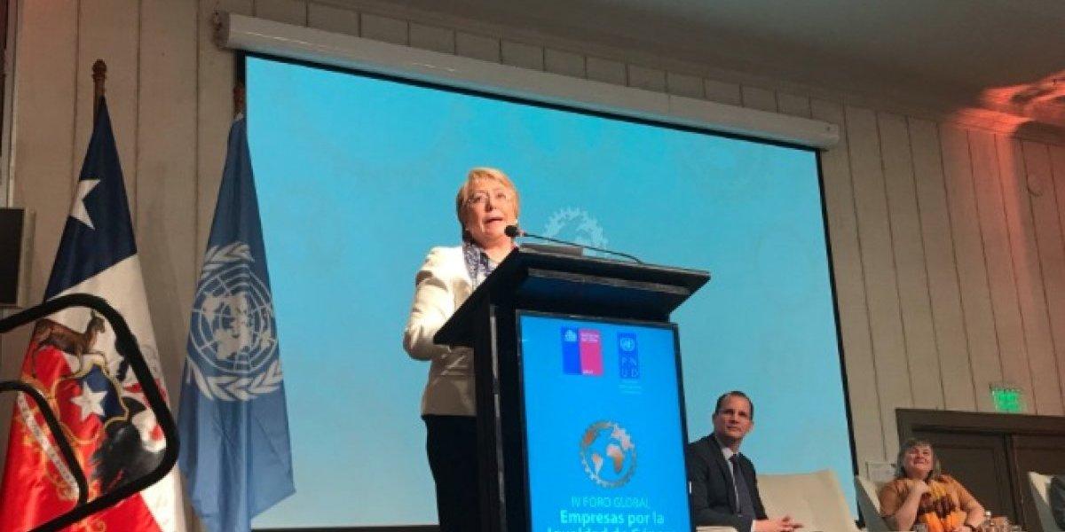 """Bachelet en Foro Global de Empresas: """"Mujeres dedican 2,6 más tiempo al trabajo doméstico"""""""