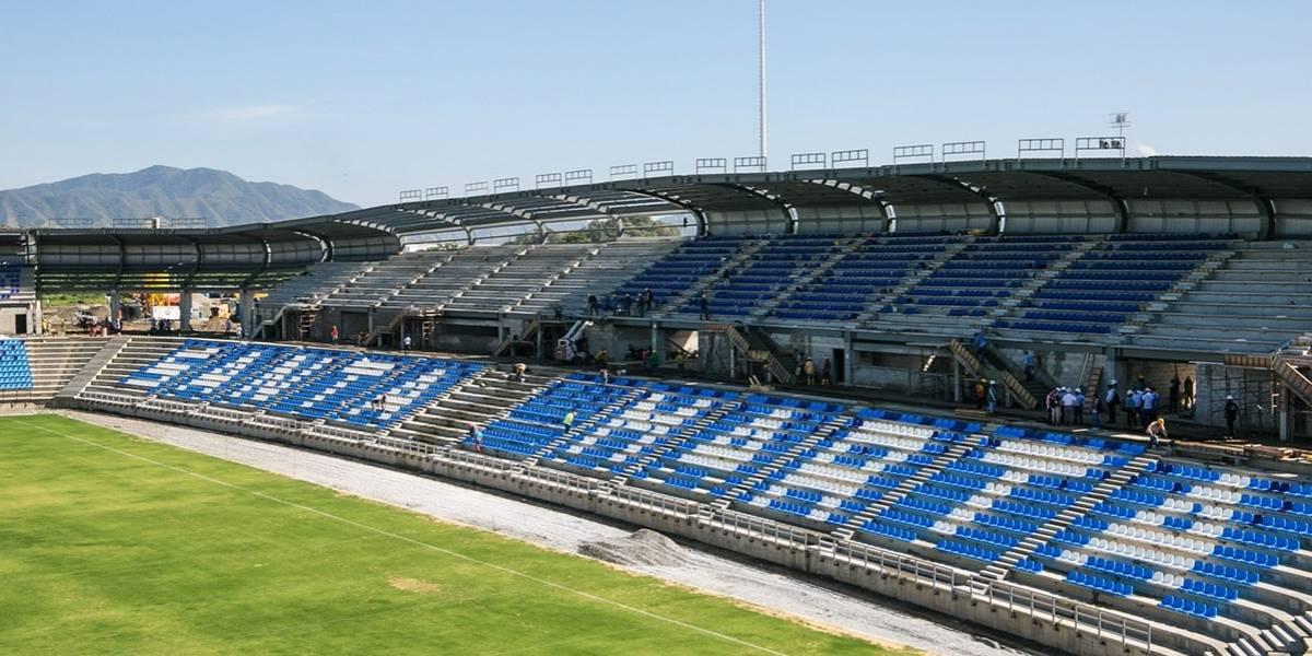 """Los """"estadios a medias"""" en los que se juega el fútbol colombiano"""
