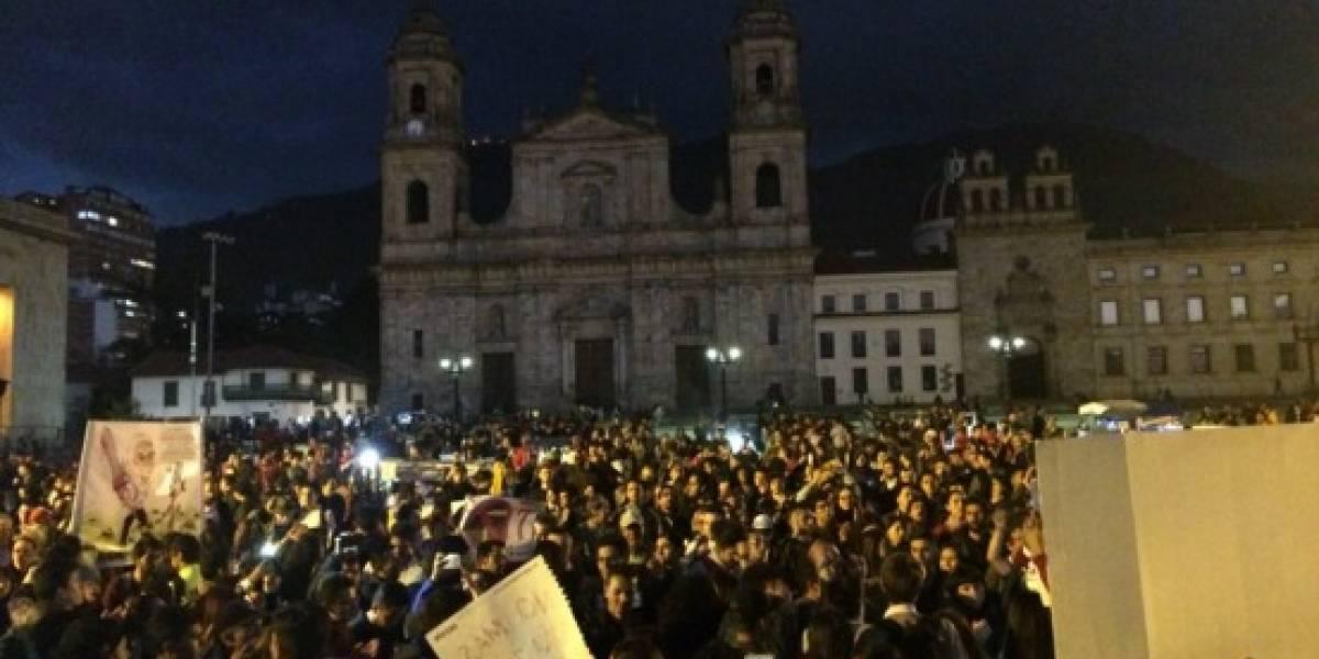 Videos: así se desarrolla la marcha a favor de la revocatoria del alcalde Peñalosa en la Plaza de Bolívar