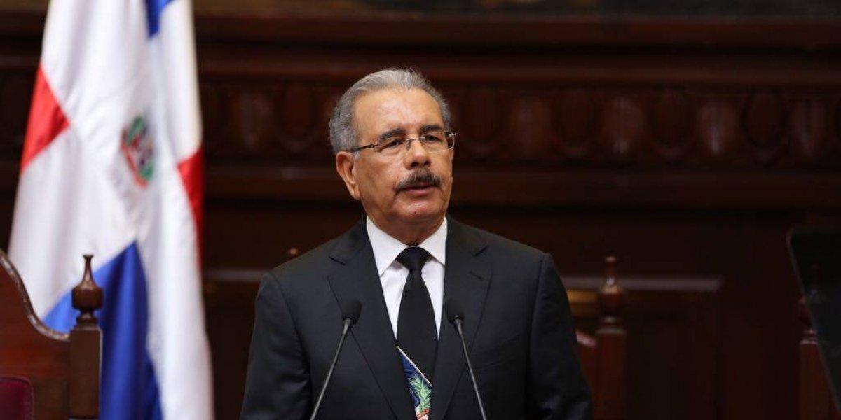 Danilo Medina propone comisión para estudiar cuestionada Ley Partidos