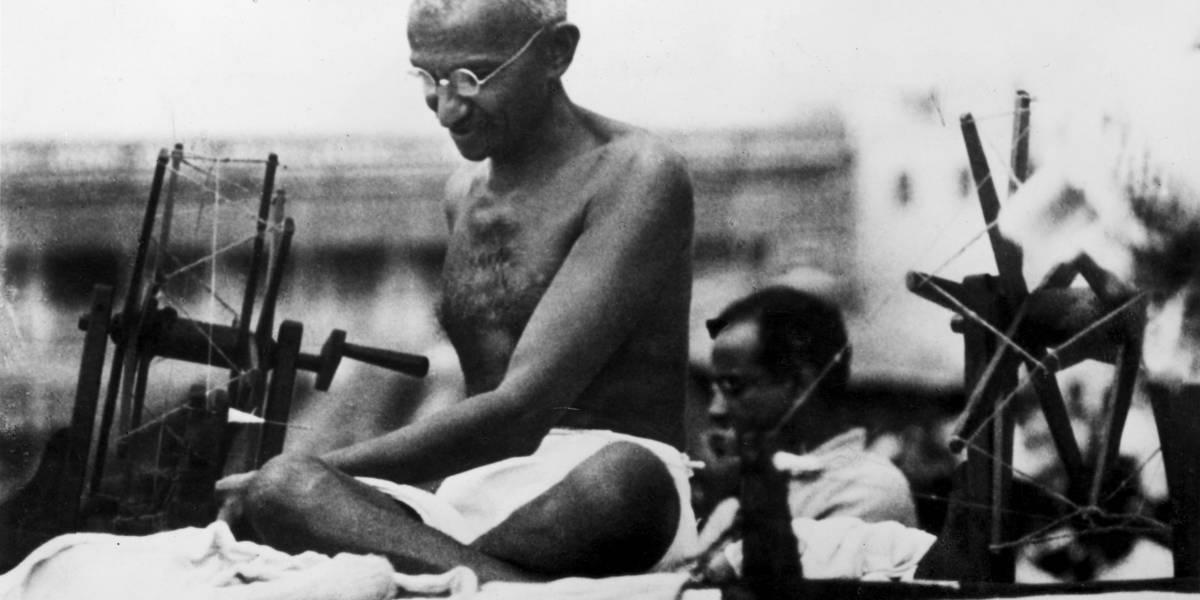 Neto de Mahatma Gandhi lança livro sobre infância com o avô