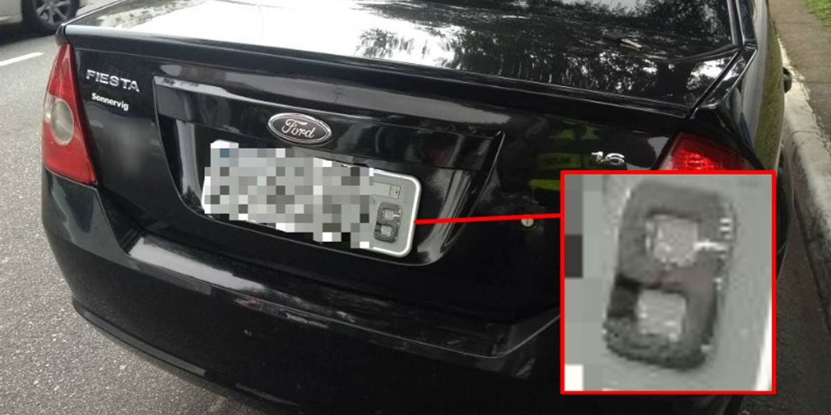 Motorista usa fita isolante para adulterar placa de carro