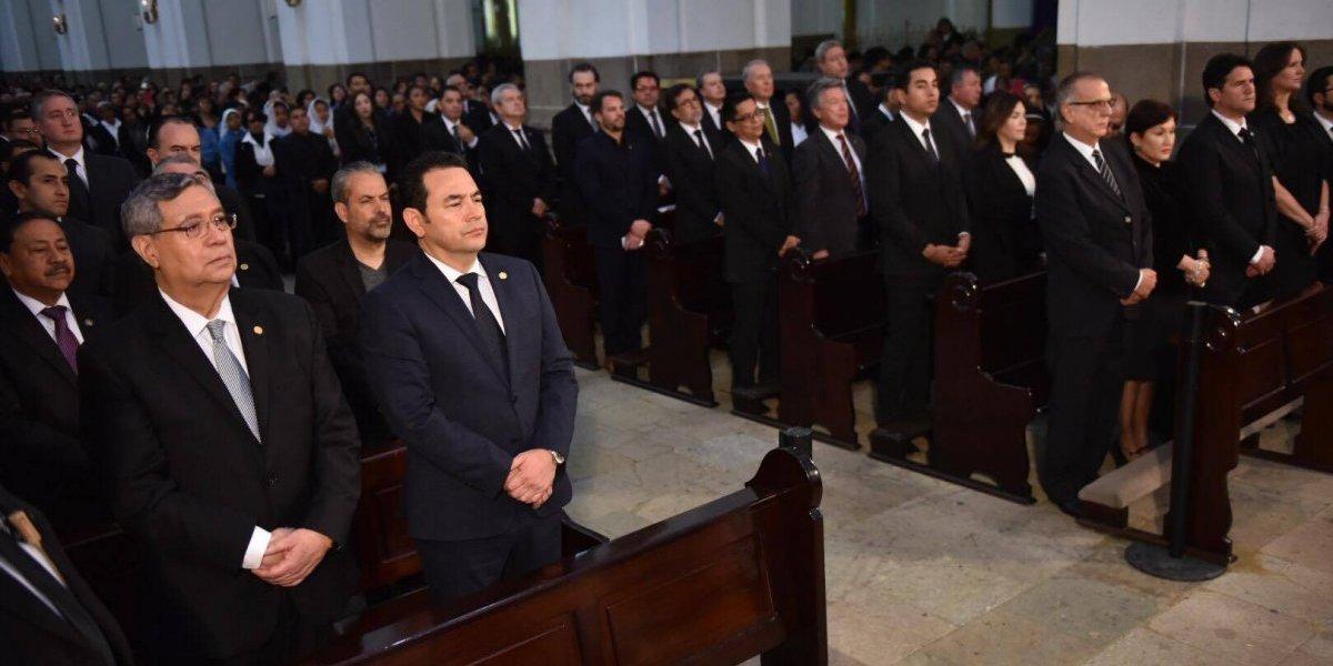 Presidente Jimmy Morales y comisionado Iván Velásquez coinciden en último adiós a Mons. Óscar Vian