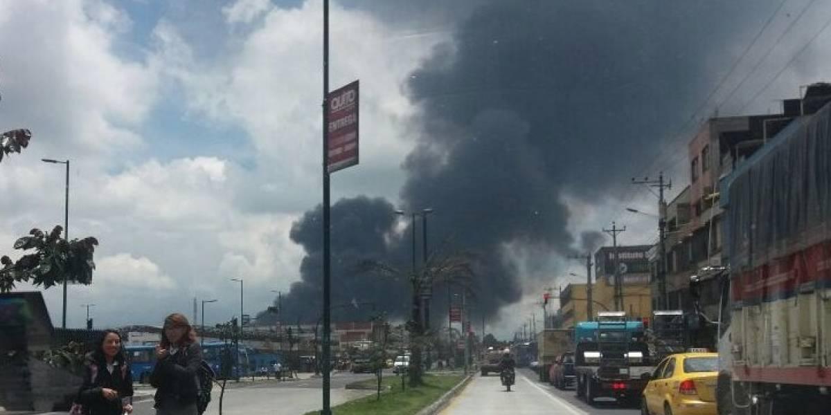 Fábrica se incendió en el sector industrial de Guamaní, sur de Quito