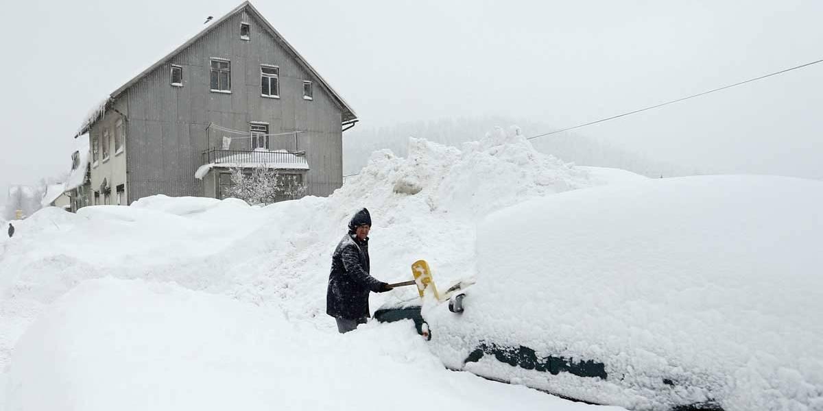 Fortes nevascas no Reino Unido afetam transporte e serviços; veja fotos de toda Europa