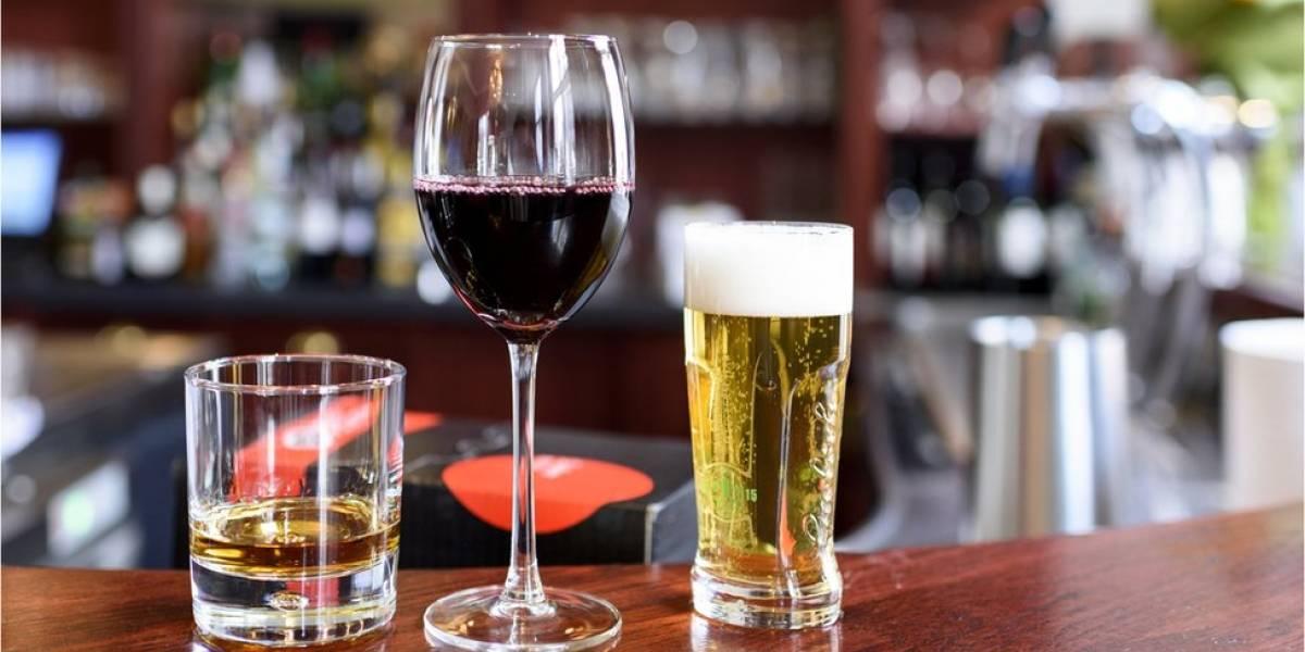 O que se sabe sobre a ligação entre o consumo de álcool e a demência