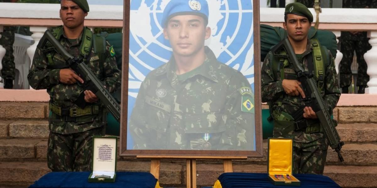 """""""Meu filho morreu para quê? Nada mudou"""", lamenta mãe de militar assassinado no Rio"""