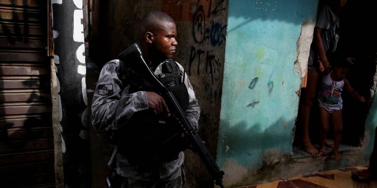 Maioria dos brasileiros apoia intervenção federal no Rio de Janeiro