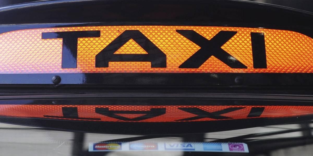 AUDIO: Mujer acusa taxista de intentar drogarla a ella y a su pequeña hija