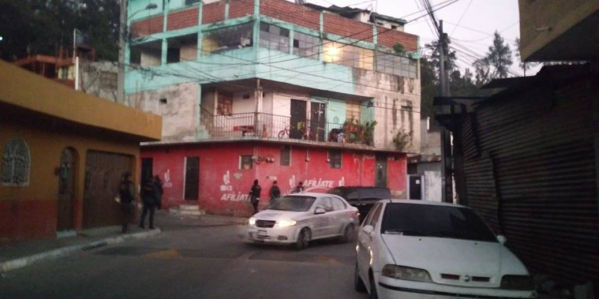 Realizan allanamientos contra extorsión en tres municipios de Guatemala