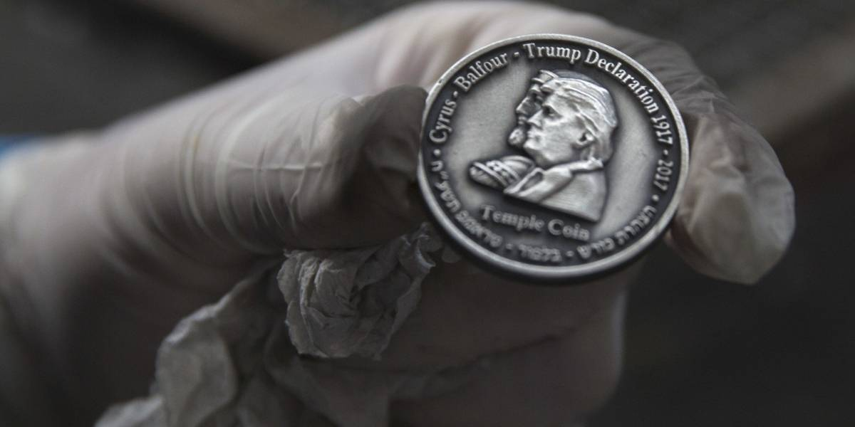 Trump ya tiene su propia moneda; cuesta 50 dólares y sólo hay mil