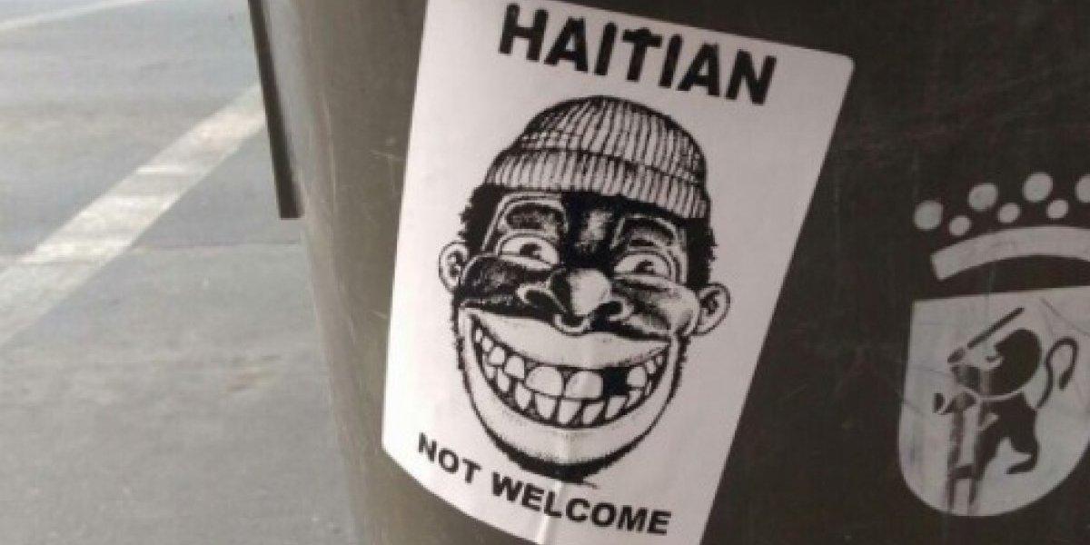 """""""Haitian Not Welcome"""": el odioso mensaje en un basurero de Santiago que refuerza el debate acerca del racismo en Chile"""