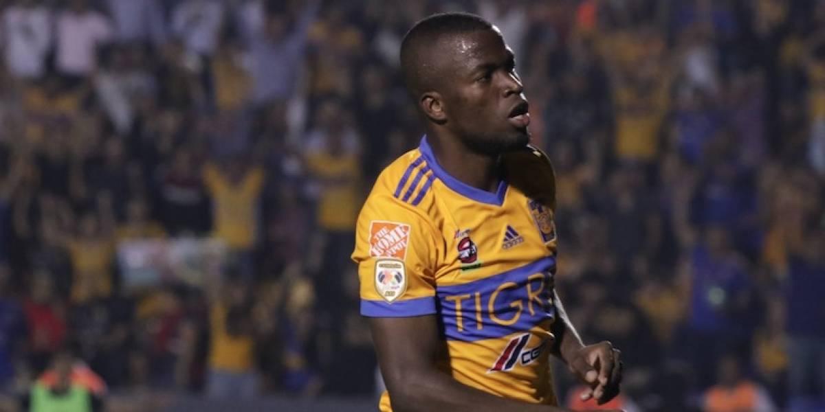 Enner Valencia y trofeo de Tigres visitan a familia regia