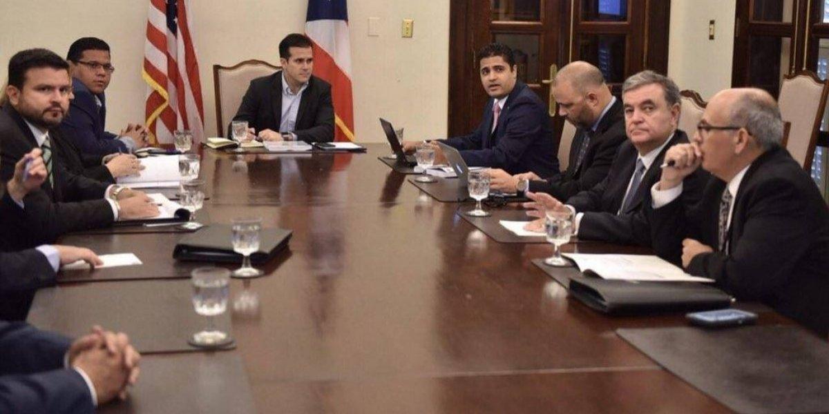 Gobernador se reúne con comité que evalúa elevar salario mínimo