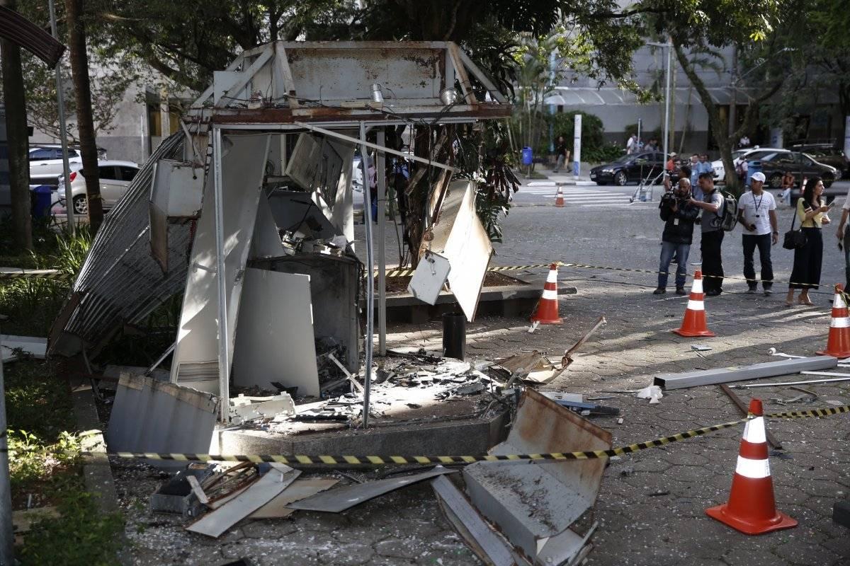 Criminosos explodem caixa eletrônico no Hospital das Clínicas - fevereiro de 2017
