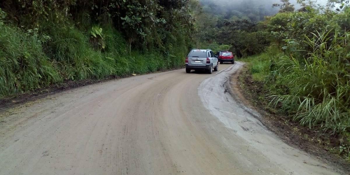 Vía Calacalí-Río Blanco, cerrada por deslizamiento de tierra