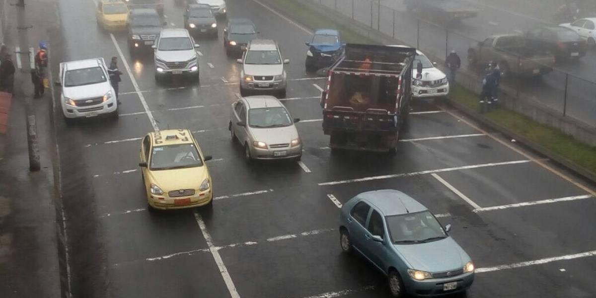 Cierre parcial de la avenida Simón Bolívar por accidente de tránsito