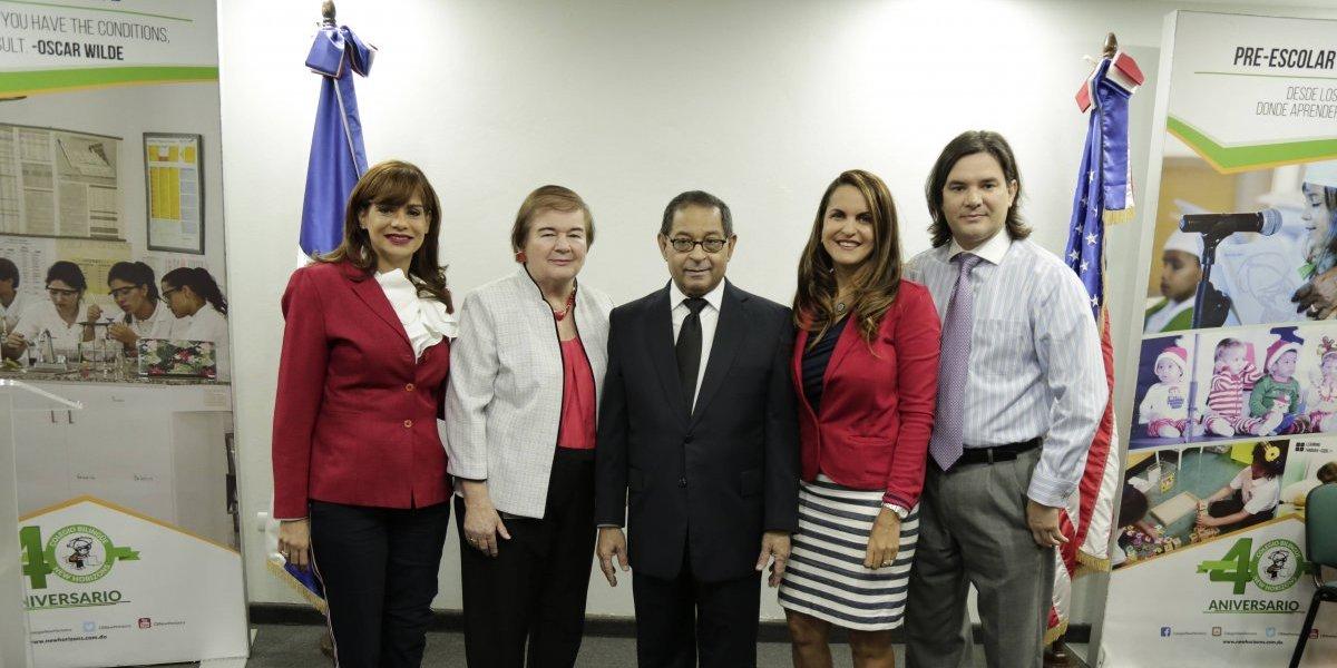 Mariano Germán imparte charla a estudiantes del New Horizons sobre los poderes del Estado