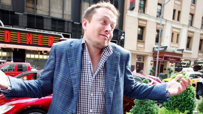 Crowdfunding acumula $5000 dólares para comprarle un nuevo sofá a Elon Musk