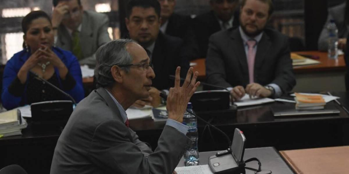 Expresidente Álvaro Colom declara por Caso Transurbano, se defiende y es aplaudido