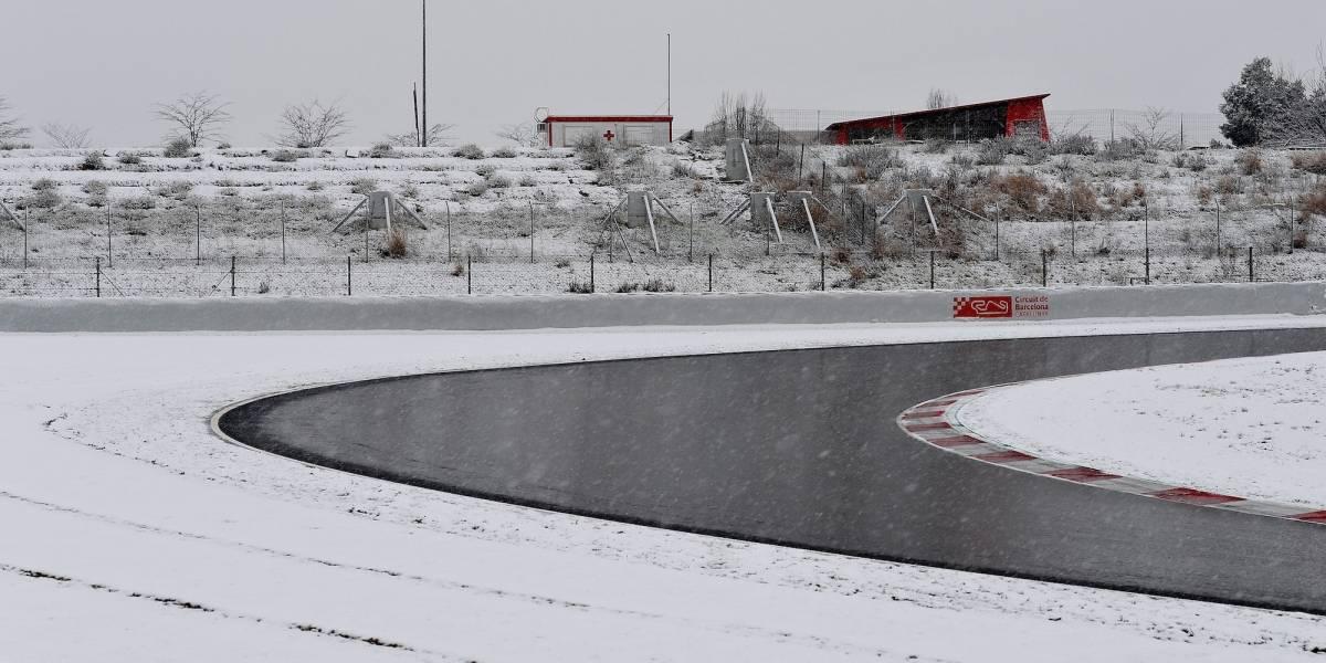 FOTOS: Nieve detiene entrenamientos de la Fórmula 1 en Cataluña