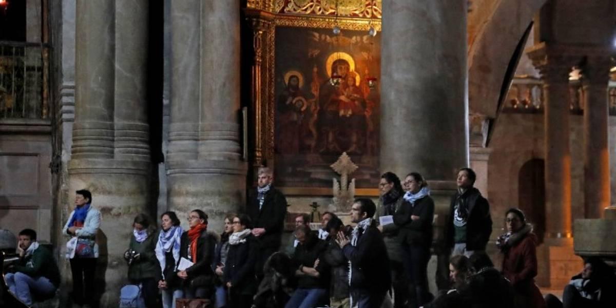 Turistas y peregrinos vuelven al Santo Sepulcro tras su reapertura