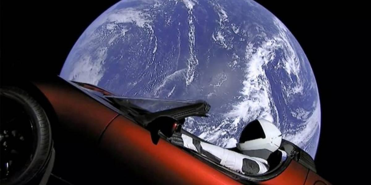 El Roadster espacial de Tesla acaba de pasar por Marte