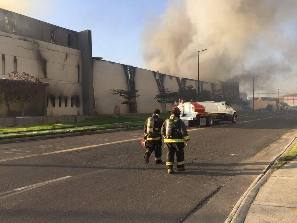 Incendio destruye fábrica de muebles en Zapopan
