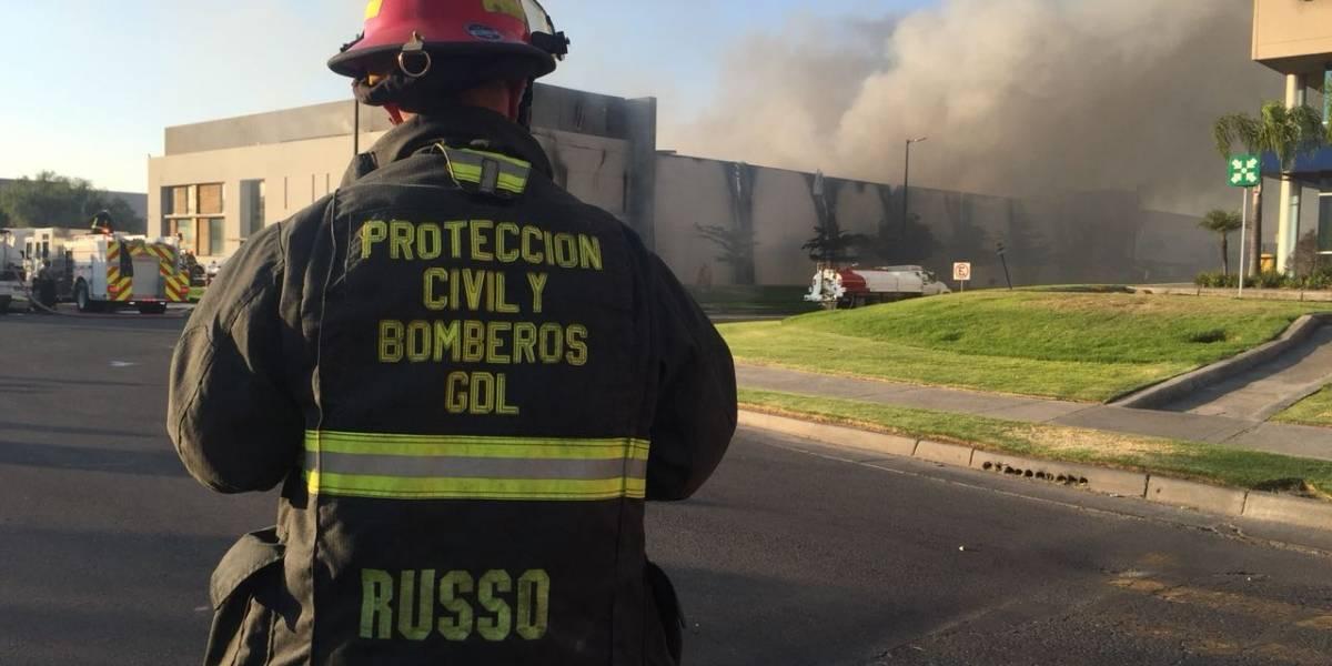 Se registra incendio en fábrica de muebles en Technology Park