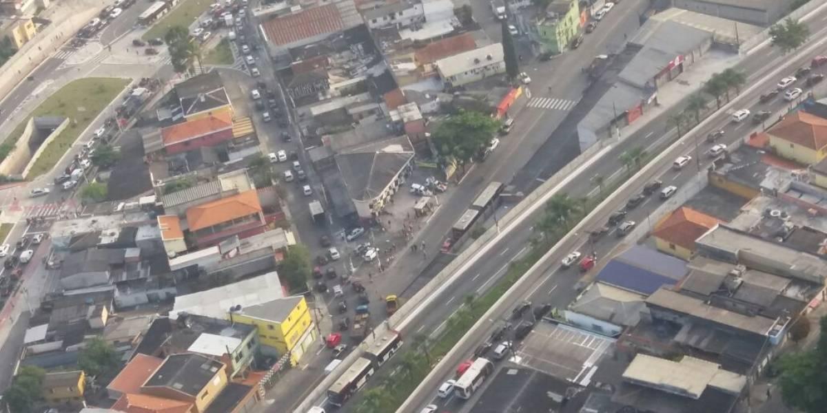 Acidente entre carro e ônibus deixa um morto na zona sul de SP