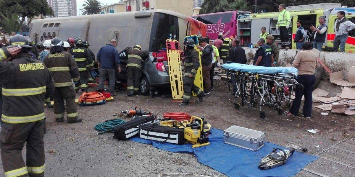 Las impactantes imágenes que muestran cómo se volcó el bus en Valparaíso: hay más de 30 heridos