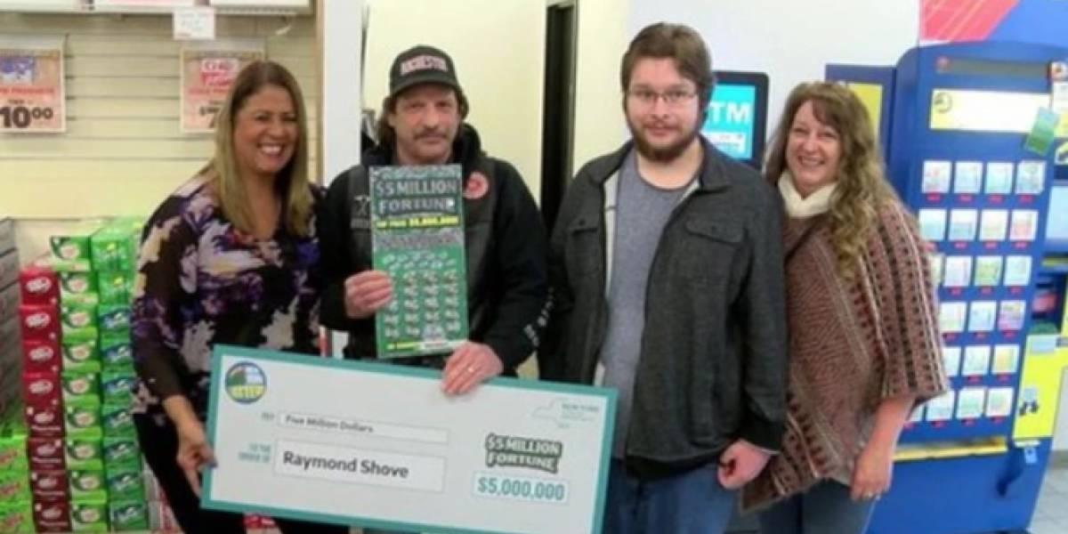 La suerte de algunos: aburrido del trabajo salió a buscar un café y se ganó 5 millones de dólares