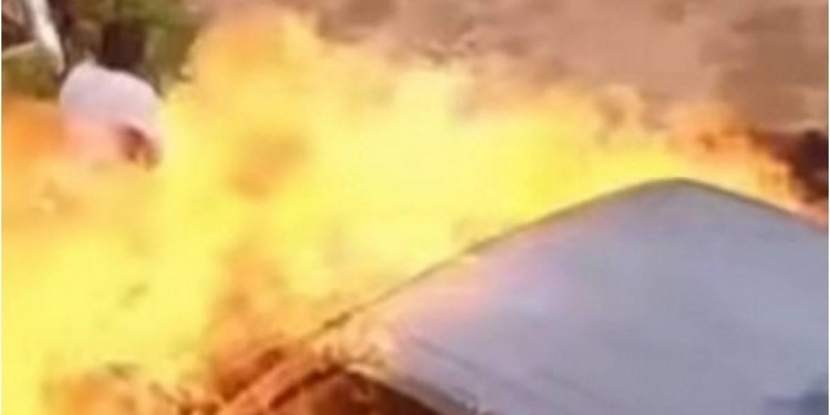 Video: Hombre incendió la camioneta de su expareja