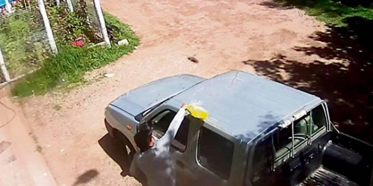 Por despecho, un hombre incendió la camioneta de su exnovia